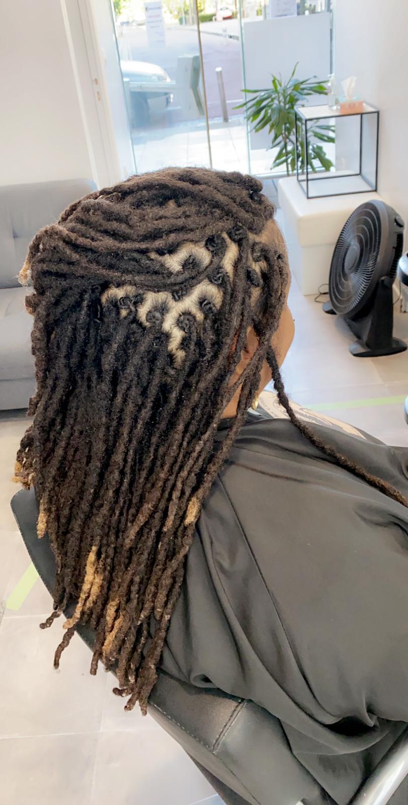 Femme avec des dreads